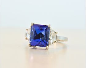 Cushion Tanzanite 5.73ct (H) set in platinum with Brilliant Trapezoids